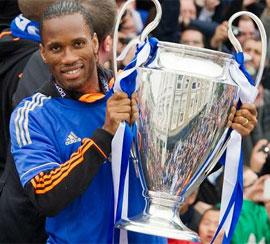 """El jugador que le entregó la única """"orejona"""" a Chelsea, podría retornar a Londres."""