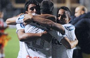 El Corinthians abraza su primera Libertadores.