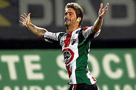 Diego Chaves goleador de Palestino es intratable. Palestino se mete en el grupo de avanzada.