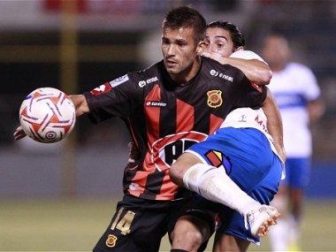 Rangers sigue como puntero del torneo de Clausura tras vencer con propiedad a Universidad Católica en Talca.