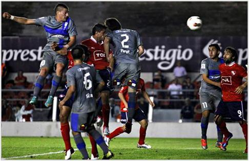 La UC ya está en semifinales de la Copa Sudamericana. Sufrió hasta el final ante Independiente, pero logró sacar adelante la tarea.