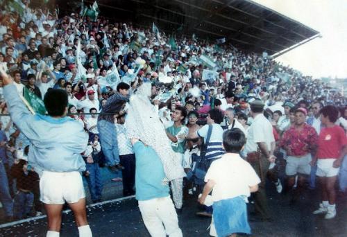 El año 1993 se coronaron campeones de Tercera División. La fiesta fue total. (Foto archivo)