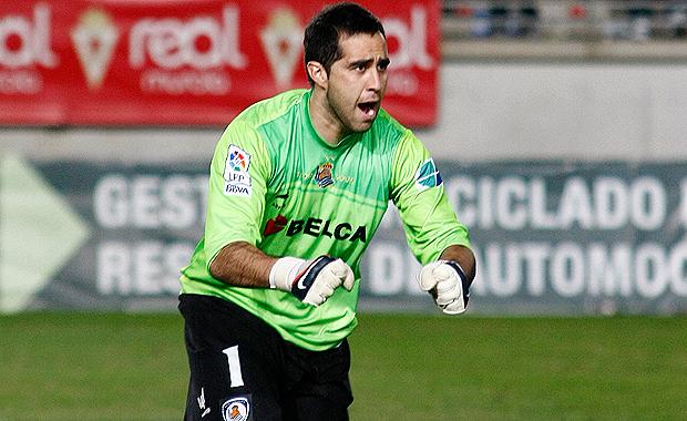 El arquero chileno es la figura del empate de su equipo ante el Getafe.