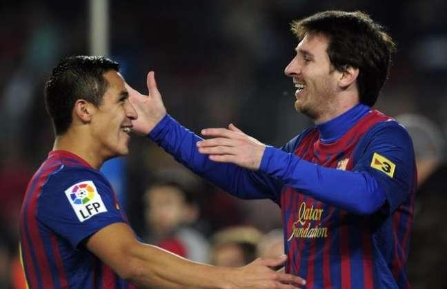 El chileno volvió a ser el asistente ideal para los goles históricos de Lionel Messi.