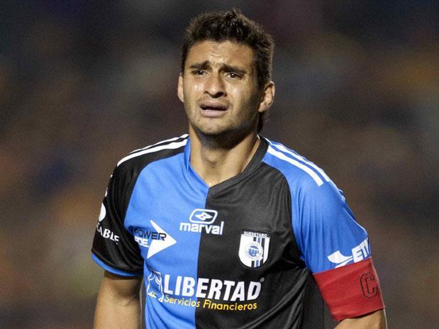 El goleador uruguayo se sumó a las opciones ofensivas para aterrizar en San Carlos de Apoquindo.