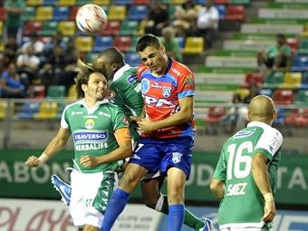Arica, jugando gran parte el cotejo con un hombre menos, logró un empate que los mantiene como invictos.