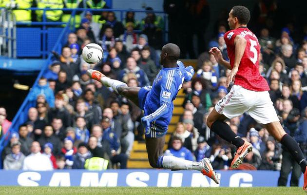 Demba Ba marcó el gol con el que Chelsea accedió a semifinales de Champions