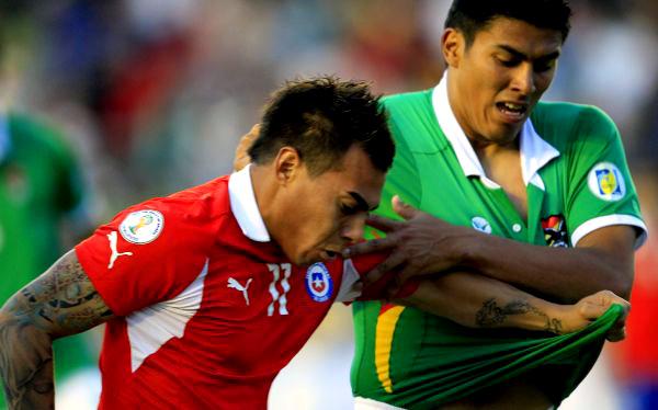 Chile se medirá a un defensivo Bolivia. La Roja está obligado a ganar para seguir camino al Mundial.