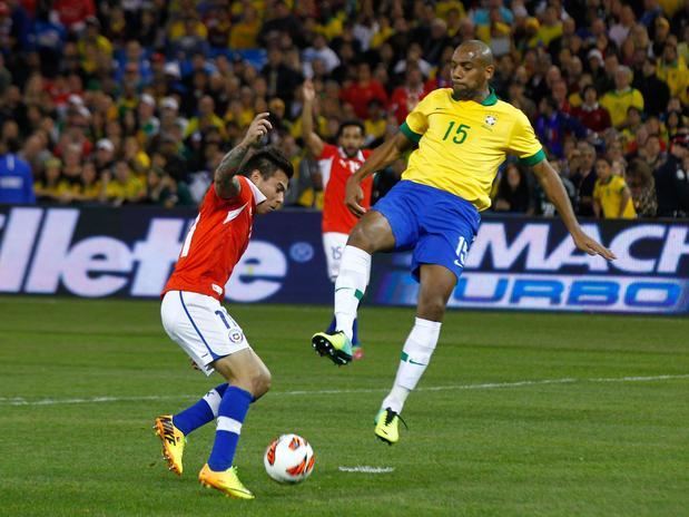 Vargas le volvió a anotar a Brasil. Lo malo es que Robinho también le volvió a marcar a Chile.