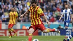 Messi no falla desde los 12 pasos y mantiene al Barcelona en la lucha por el título.