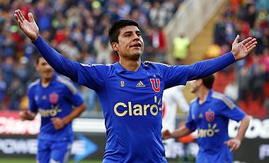 Patricio Rubio tuvo una jornada inolvidable. Anotó dos goles y dio el pase para el otro tanto azul.