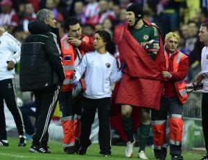 El portero de Chelsea pidió de inmediato el cambio tras el golpe que sufrió.