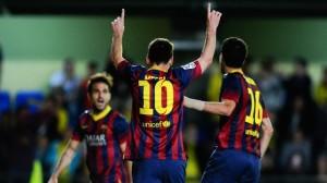 Messi señala hacia el cielo, en honor a Tito Vilanova, luego de sellar la remontada ante el Villarreal.