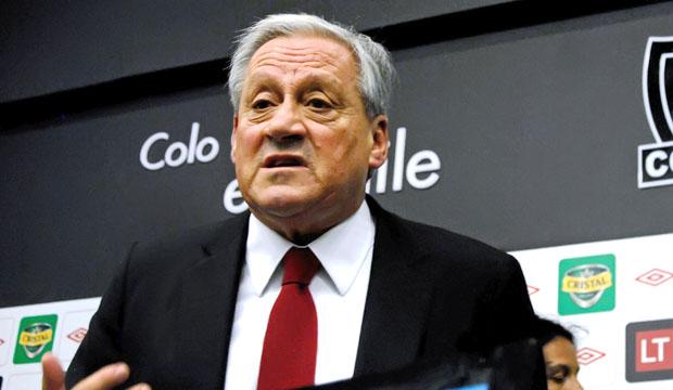 Presidente de Colo Colo da la bienvenida a Carlos Cazely
