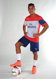Alexis Sánchez firmó por el Arsenal y jugará la Premier League.