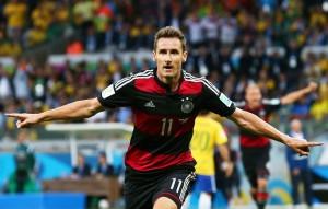 Miroslav Klose se convirtió en el goleador histórico de los mundiales con 16 goles convertidos.