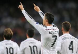 CR7 anotó en la goleada del Madrid y quedó a tres goles de pasar el récord de Raúl.