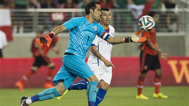 Claudio Bravo no se fue conforme con el empate 0-0 contra México