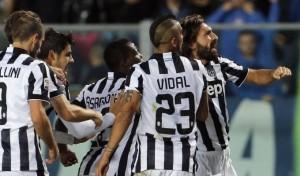 Andrea Pirlo marcó un golazo de tiro libre en la victoria de Juventus ante Olympiacos.