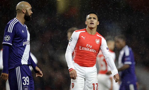 Arsenal's Alexis Sanchez looks up as Anderlecht's Anthony Vanden Borr