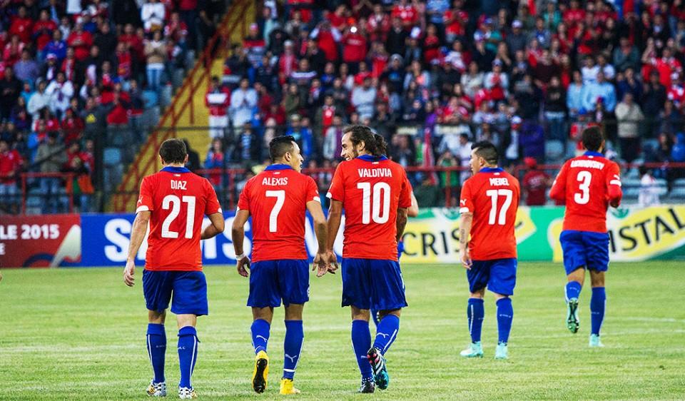 """Los compañeros del """"Mago"""" destacaron el actuar del conductor de Chile."""