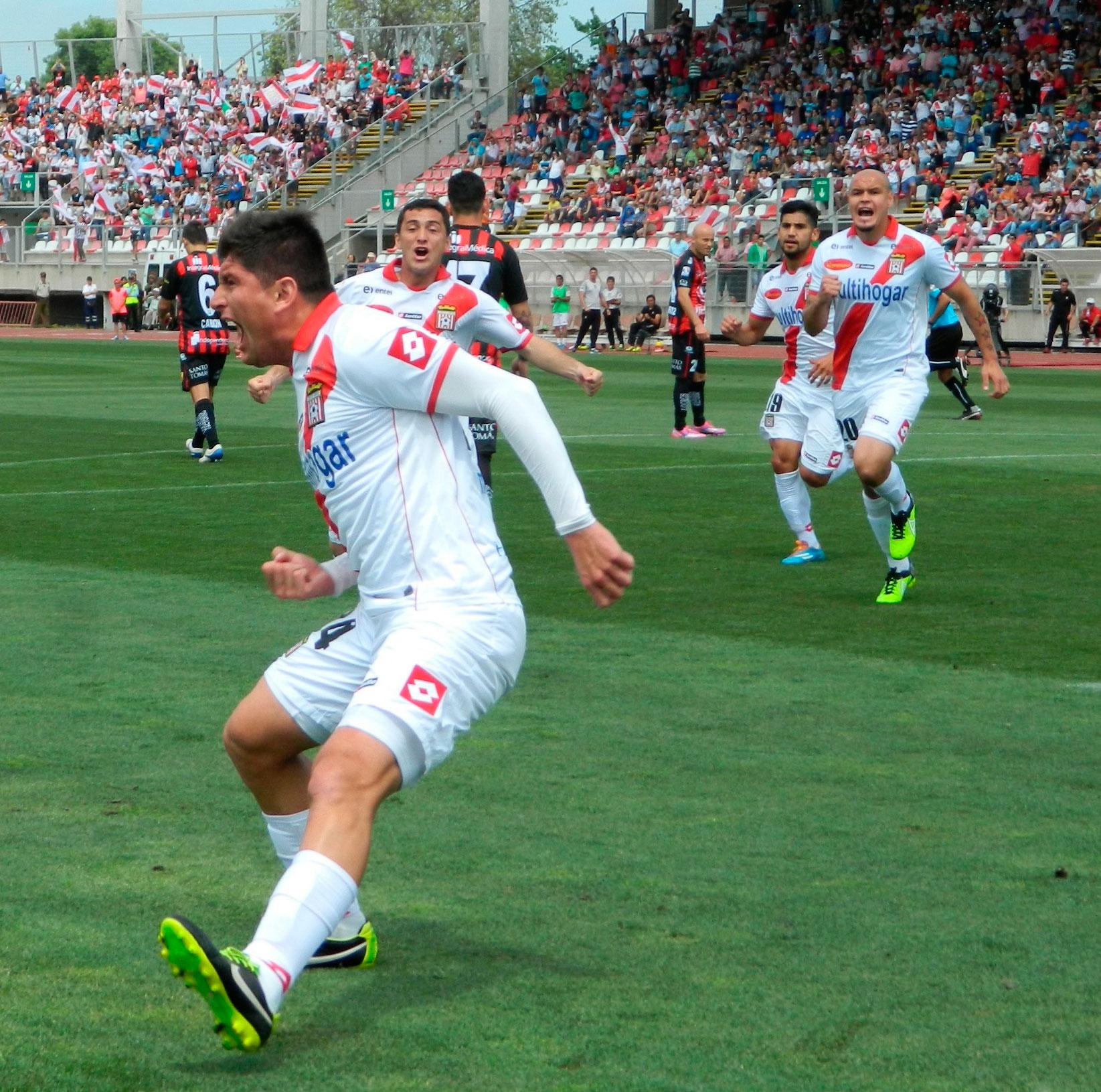 Aceval lleva 5 goles en el torneo, patea lo penales y tiros libres de este Curicó que marcha tercero.