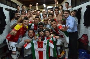 Palestino celebrando en el camarín el ansiado pase para la liguilla de Copa Libertadores, luego de vencer por 5-2 a Unión Española en la fecha 16. [Foto: Palestino.cl]