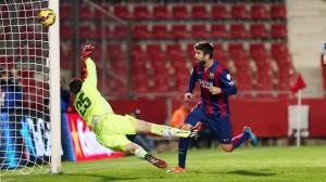 "Piqué sumó el tercer gol del Barça en la goleada sobre los ""Periquitos""."
