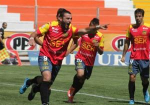 Carlos Salom fue la gran figura del partido anotando dos goles.