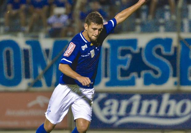 Cruzeiro venció por 3-0 al Boa con Eugenio Mena en cancha.