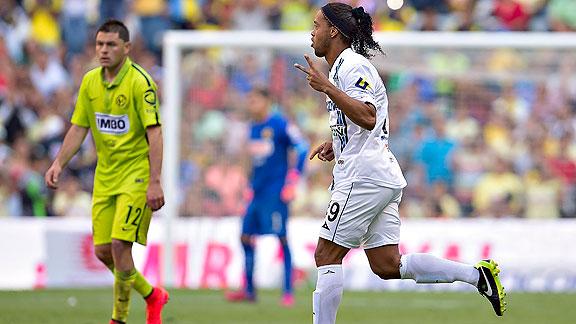Ronaldinho_queretaro