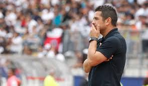 Héctor Tapia vio cómo en una semana se le escapaban de las manos los dos objetivos del semestre.