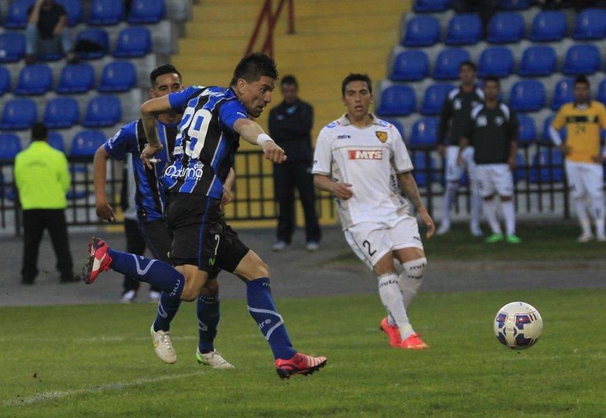 Dos goles anotó Hector Mancilla en la goleada acerera. El purranquino volvió este año a Huachipato donde militó entre el 2000 y el 2005
