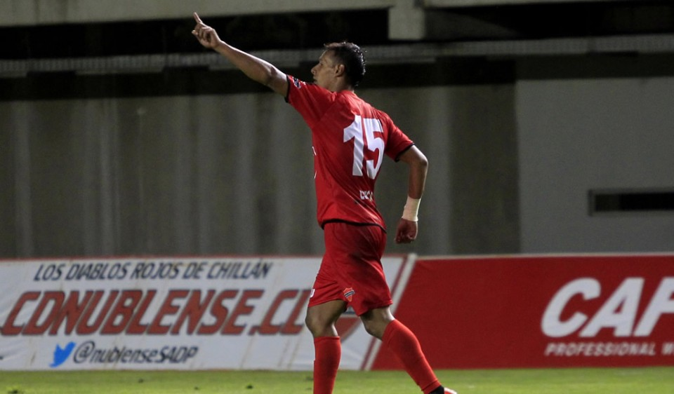 Juan Gonzalo Lorca fue la figura del encuentro anotando los dos goles de  su equipo. Foto: ferplei.com