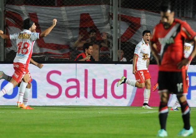 Edson Puch anotó el golazo que le dio la Supercopa a Huracán.