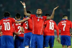 Arturo Vidal fue la figura de la Roja, con dos goles y la asistencia en la conquista de Edú Vargas.