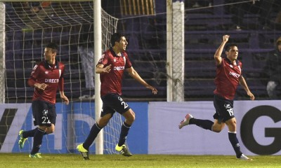 Universidad Catolica's player Mark Gonzalez (R) celebrates with teammates the team's second goal against Uruguay's Danubio during their Sudamericana Cup  football match at the Franzini Stadium  in Montevideo on August 19 , 2015.  AFP PHOTO / MIGUEL ROJO