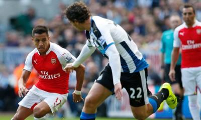 Alexis titular en triunfo de Arsenal.