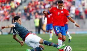 """El """"Maravilla"""" llegó a 28 goles con la camiseta de Chile y quedó a un gol de Cazsely."""
