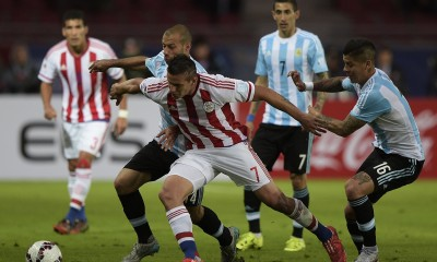 Paraguay's forward Raul Bobadilla and Argentina's midfielder Javier Mascherano vie for the ball during their 2015 Copa America football championship match, in La Serena, on June 13, 2015.  AFP PHOTO / JUAN MABROMATA