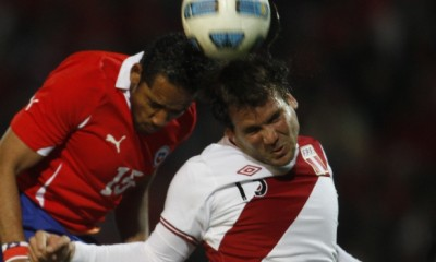 Chile's Jean Beausejour, left, and Peru's Renzo Revoredo go for a header during a group C Copa America soccer match in Mendoza, Argentina, Tuesday, July 12, 2011. (AP Photo/Roberto Candia)