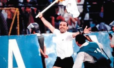 Marcelo Espina y la celebración junto al banderín
