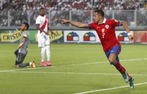 Alexis, genio y figura ante Perú.