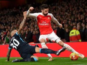 Giroud convirtió en la victoria del Arsenal.