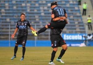 Villalobos marcó un doblete en la igualdad ante la UC.