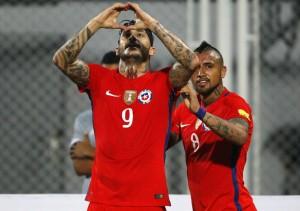 Pinilla volvió al gol con La Roja, después de doce años.