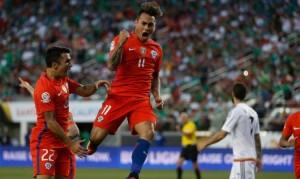 Eduardo Vargas marcó 4 goles frente a México y es goleador de la Copa América Centenario.