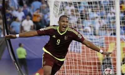 Salomón Rondón anotó un gol histórico. Venezuela le ganó a  Uruguay y clasificó a los cuartos de final de la Copa Centenario.
