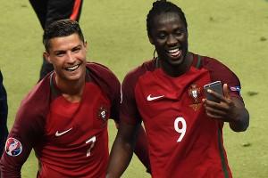 Cristiano Ronaldo junto al héroe de la Euro, Éder.