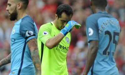 No fue el mejor debut para Claudio Bravo en el Manchester City.